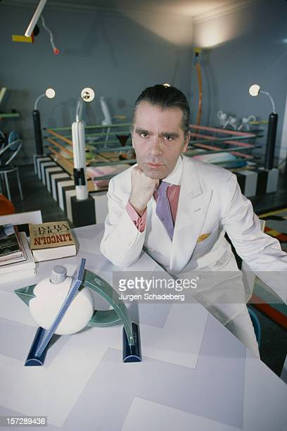 German fashion designer Karl Lagerfeld poses with a teapot from his Memphis collection and the new novel 'Lincoln' by Gore Vidal 1984