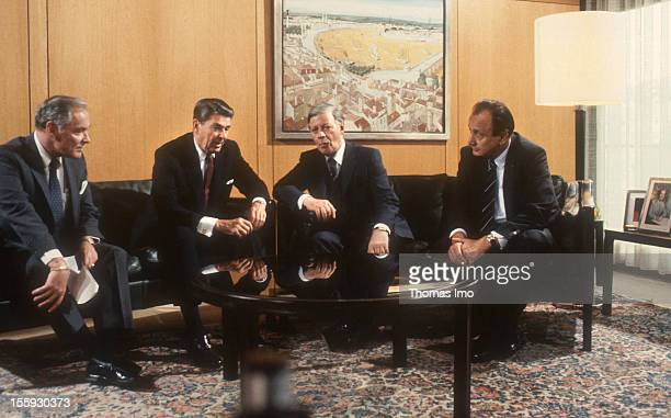 German Federal Chancellor Helmut Schmidt talking with US President Ronald Reagon the German Minister of Foreign Affairs HansDietrich Genscher and the...