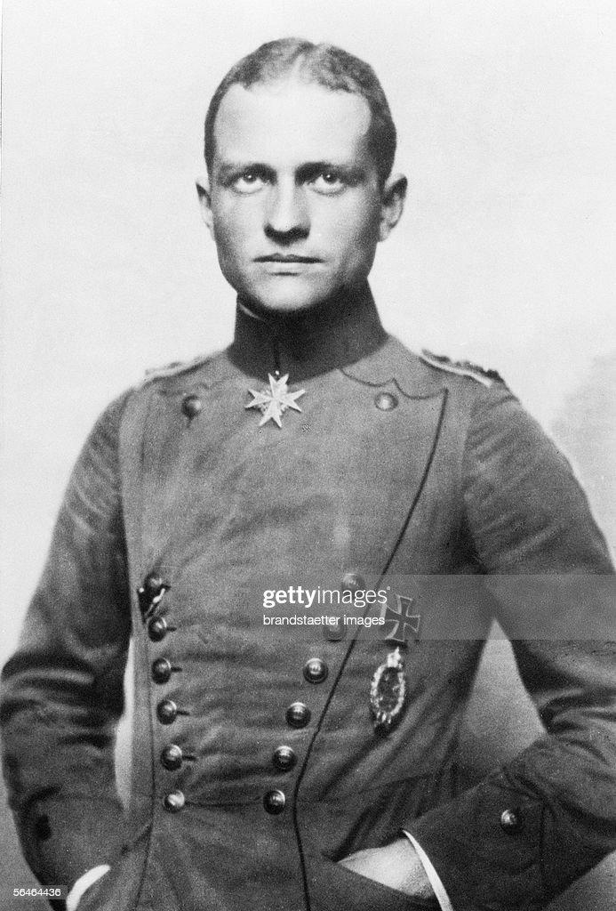 German fighter pilot Manfred Baron of Richthofen. Photography. around 1916. (Photo by Imagno/Getty Images) [Der deutsche Jagdflieger Manfred Freiherr von Richthofen. Photographie. um 1916]
