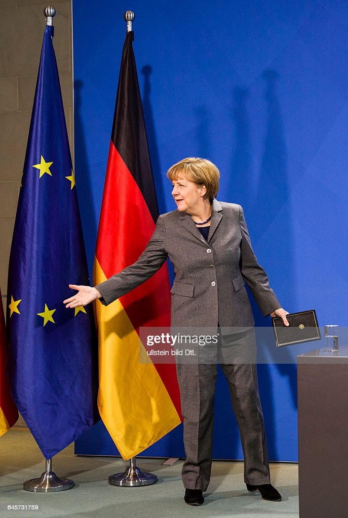 German Finance Minister Schäuble presents the 2-euro coins Chancellor Merkel : News Photo