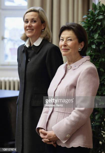 German First Lady Bettina Wulff and former First Lady Eva Luise Koehler visit the Lietzensee school on January 18 2011 in Berlin Germany Bettina...