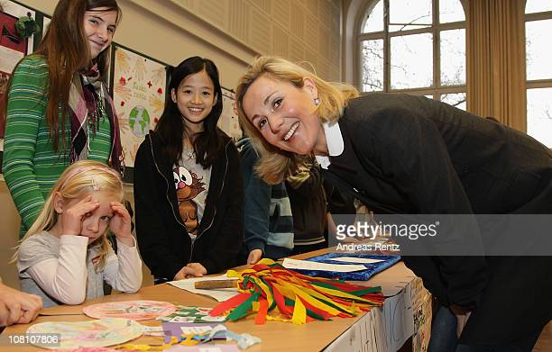 German First Lady Bettina Wulff visits the Lietzensee school on January 18 2011 in Berlin Germany Bettina Wulff takes over the UNICEF patronage of...