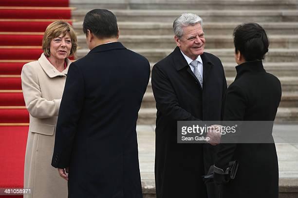 German First Lady Daniela Schadt and German President Joachim Gauck greet Chinese President Xi Jinping and Chinese First Lady Peng Liyuan at Schloss...