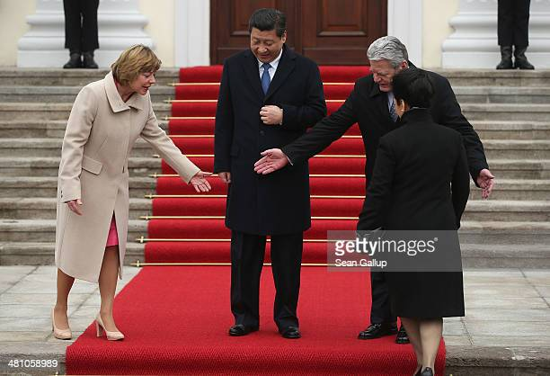 German First Lady Daniela Schadt and German President Joachim Gauck prepare Chinese President Xi Jinping and Chinese First Lady Peng Liyuan for a...