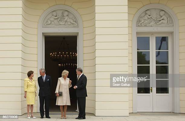 German First Lady Eva Luise Koehler Prince Charles Prince of Wales Camilla Duchess of Cornwall and German President Horst Koehler chat at Bellevue...