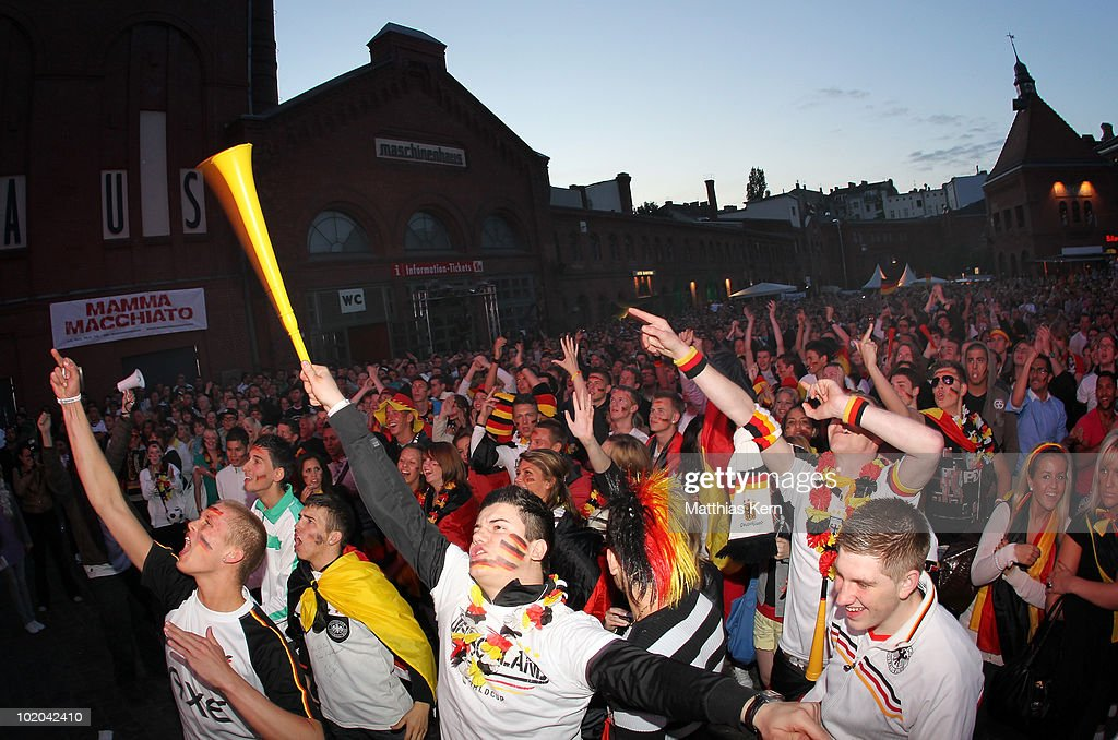 Public Viewing: Germany v Australia - 2010 FIFA World Cup : ニュース写真