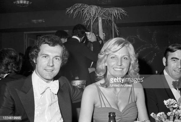 German football player Franz Beckenbauer with his wife Brigitte at the SPIO Filmball at Munich 1976 Germany 1970s