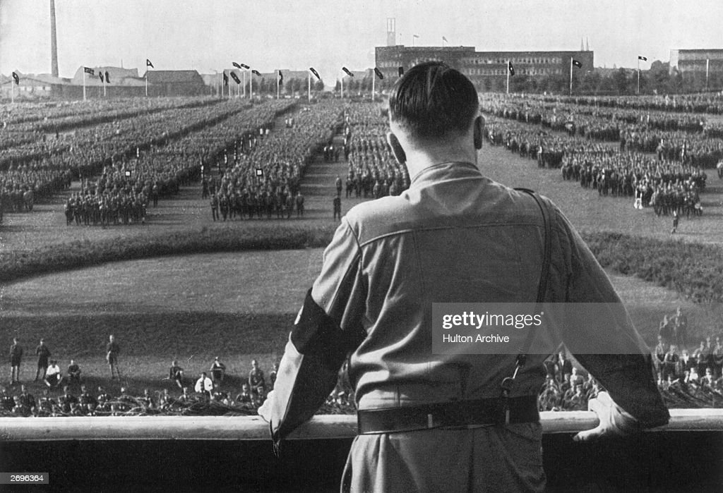 Hitler Reviews Troops : News Photo