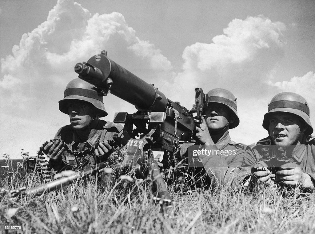 German Machine Gunners : News Photo