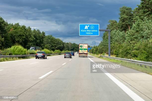 autostrada tedesca a9, klein marzehns - klein foto e immagini stock