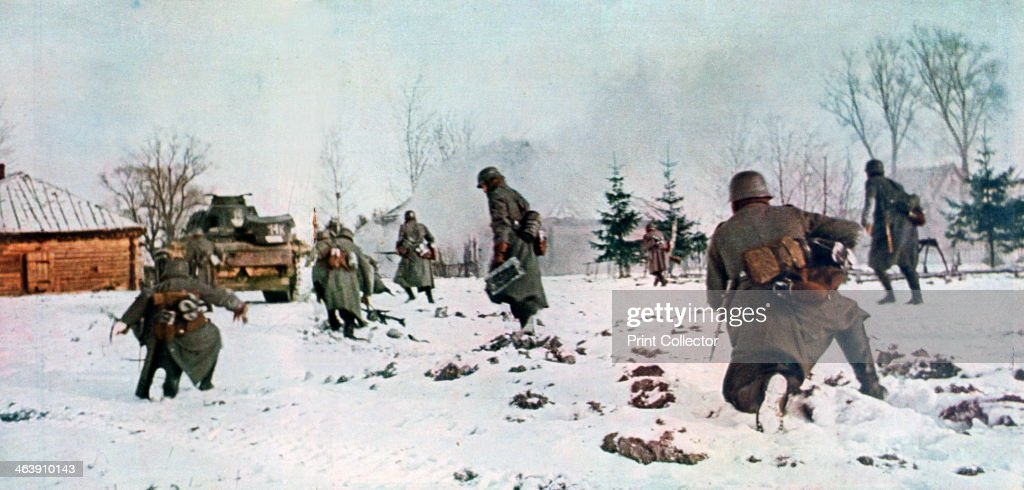 German infantrymen following a tank towards Moscow in the snow, Russia, 1941. : News Photo