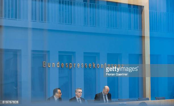 German Interior Minister Thomas de Maiziere and HandJuergen Weise head of Germany's Federal Office for Migration and Refugees speak to the media on...