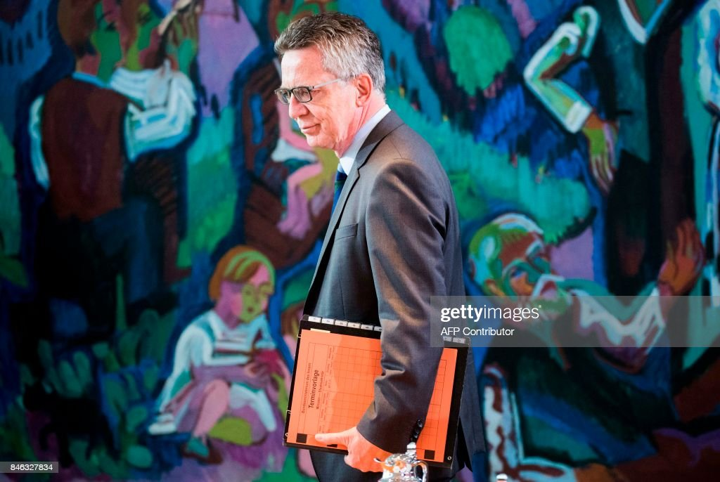 German Interior minister Thomas de Maiziere arrives for the weekly cabinet meeting at the Chancellery in Berlin on September 13, 2017. / AFP PHOTO / Odd ANDERSEN