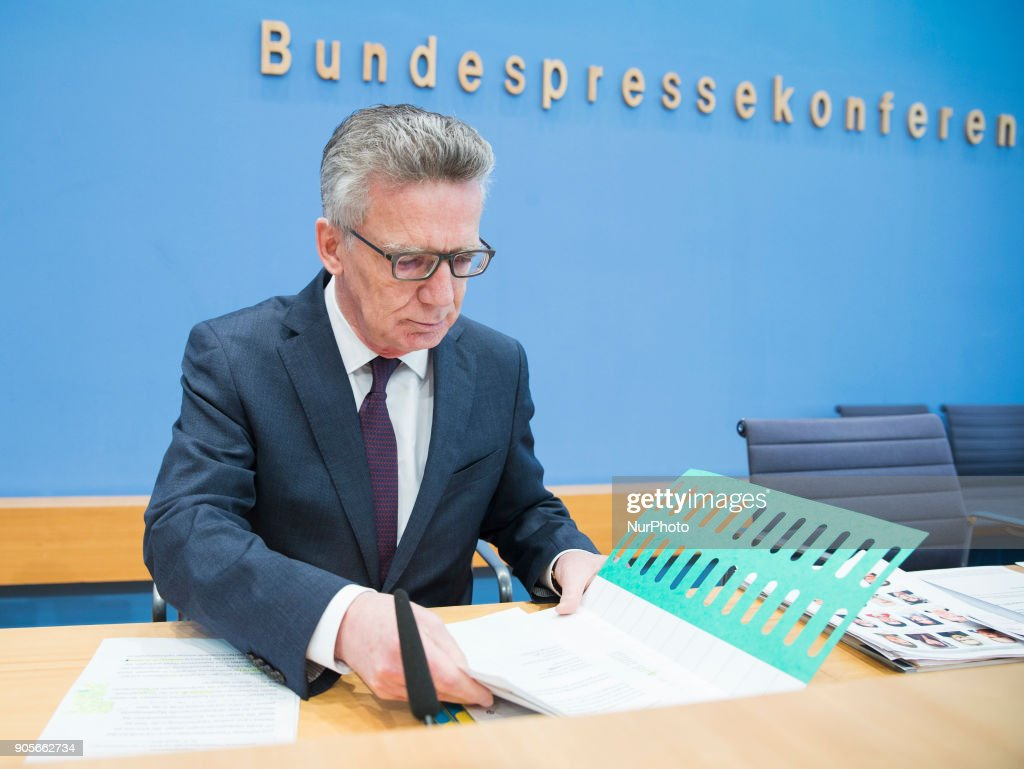Thomas de Maiziere and Jutta Cordt hold a press conference in Berlin