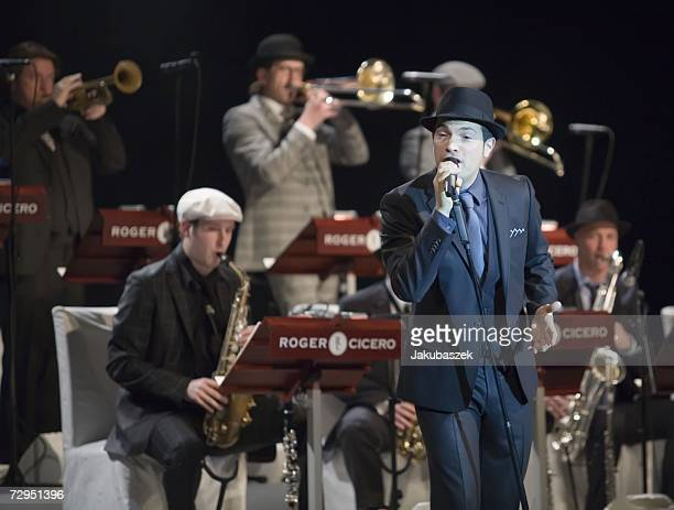 German Jazz singer Roger Cicero performs with his big band during a concert at the Admiralspalast January 08 2007 in Berlin Germany The concert was...
