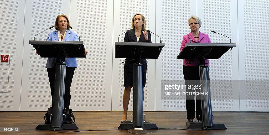 (From L) German Justice Minister Sabine : Nieuwsfoto's