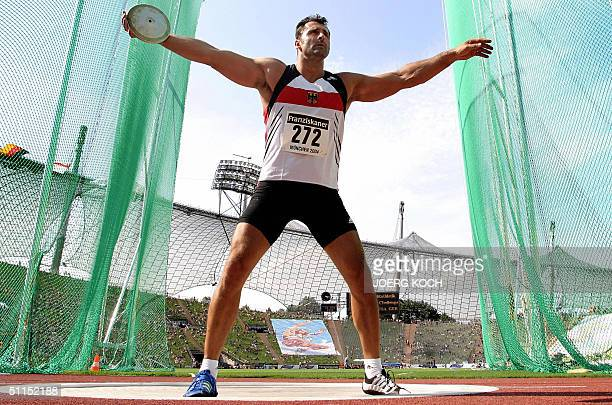 German Lars Riedel prepares to throw the discus at the athletics Team Challenge competition in Munich, 08 August 2004. Riedel won the competition...