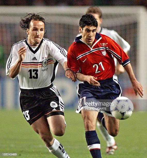 German midfielder Jens Jeremies chases US midfielder Claudio Reyna 15 June during their 1998 Soccer World Cup group F first round match at Parc des...