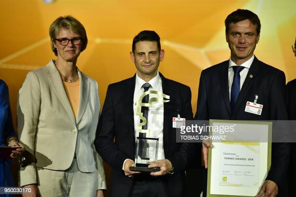 German Minister of Education and Research Anja Karliczek poses with the managing director of EndressHauserWetzer Harald Hertweck and his colleague...