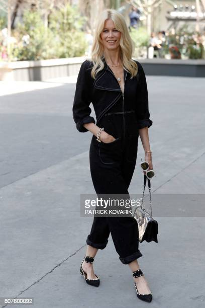 German model Claudia Schiffer poses during the photocall before Chanel 20172018 fall/winter Haute Couture collection show in Paris on July 4 2017 /...