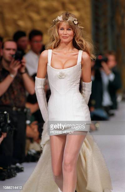 German model Claudia Schiffer presents a bridal gown 20 July 1993 at the end of the Chanel 1993/94 Fall/Winter haute couture collection by Karl...