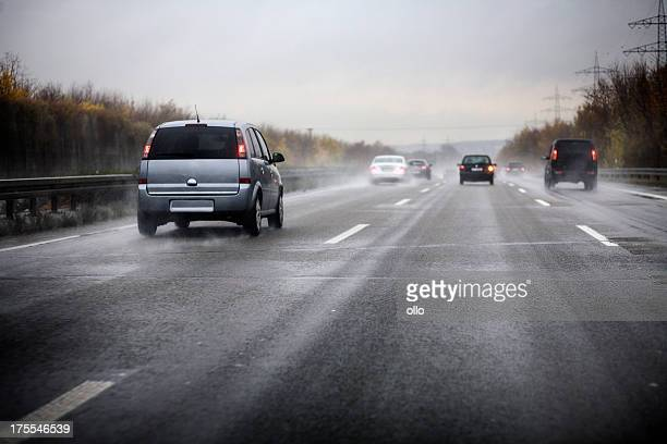 german motorway, bad weather conditions - weg stockfoto's en -beelden