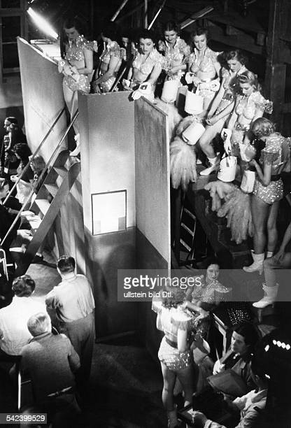 German movies in the 1930ies Revue-girls during shootings of the movie 'Drunter und drueber' - published in 'Stern' 8/1939 Directed by: Hubert...