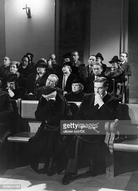 German movies in the 1930ies Scene from the movie 'Ich verweigere die Aussage' - with Frieda Richard and Albrecht Schoenhals - published: 'Stern'...