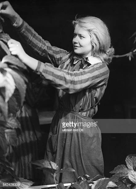 German movies in the 1930ies Thea Doree in a scene of the movie 'Mädchen in Uniform' published 'Uhu' 12/1931 Directed by Leontine Sagan Carl Froelich...