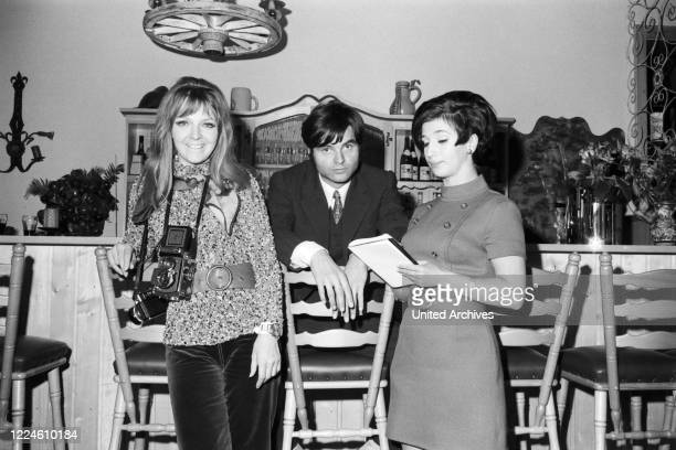 German musician Oliver Freytag with actresses Inge Marschall and Margot Mahler, Germany, 1960s.
