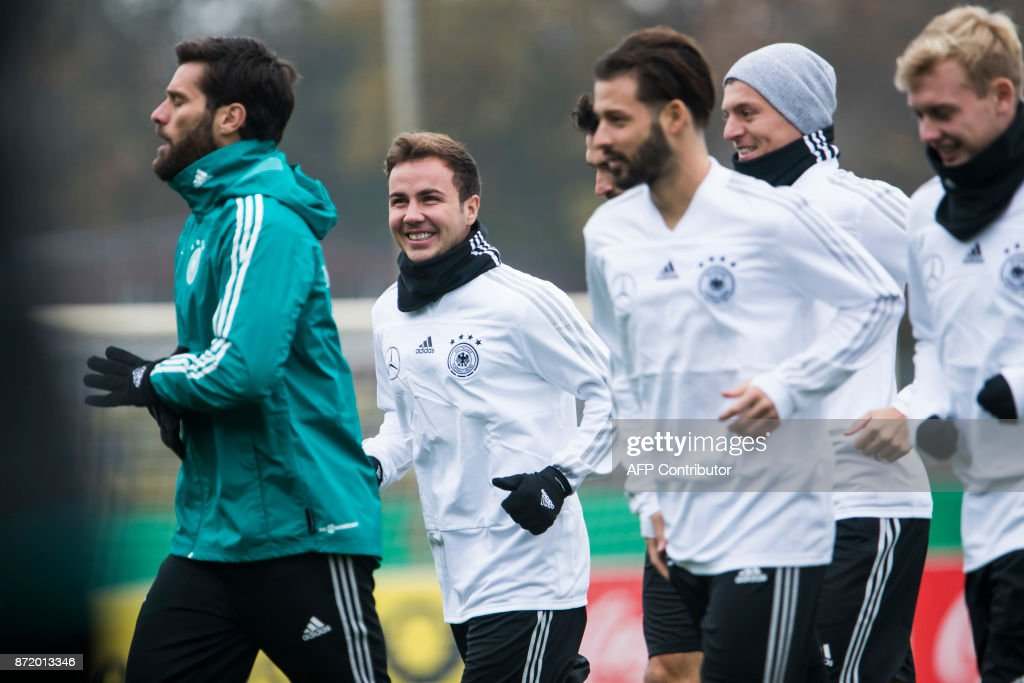 German national football team's midfielder Mario Goetze (2ndL) and teammates warm up during a training session on November 9, 2017 at the training grounds of the Olympic stadium in Berlin, ahead of two friendly matches away to England. / AFP PHOTO / Odd ANDERSEN