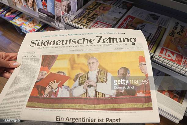 13 Front Pages Of German National Newspapers On Announcement