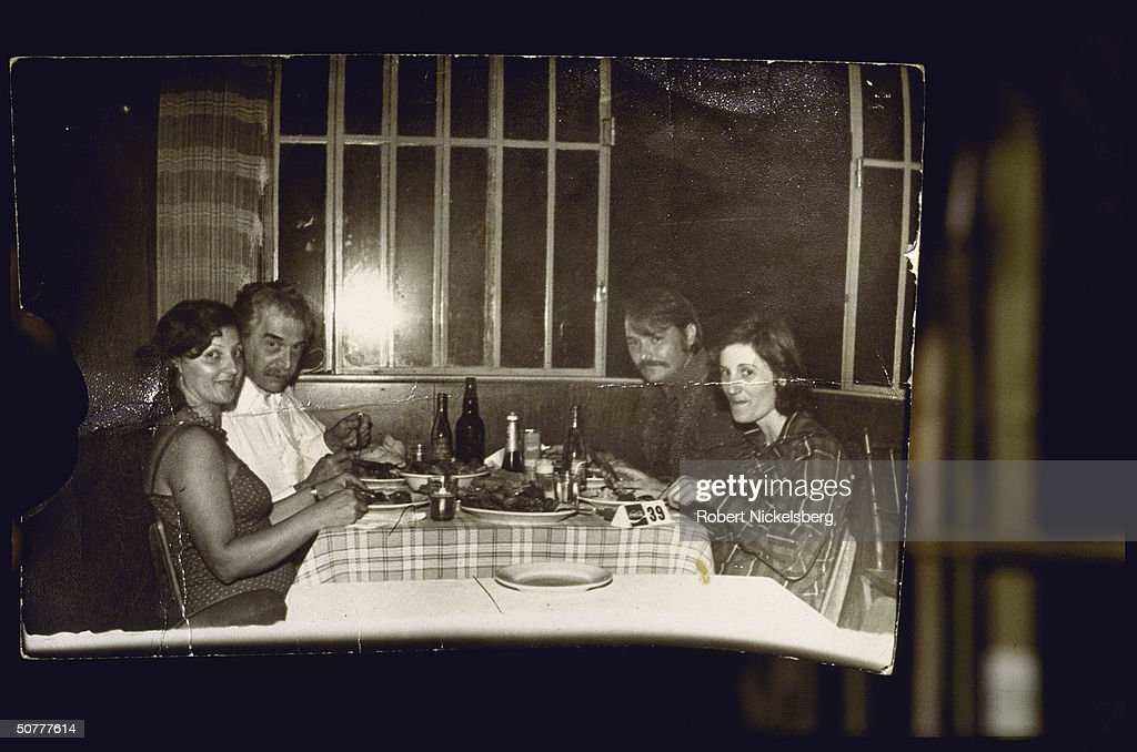 Josef Mengele Eats With Guests : News Photo