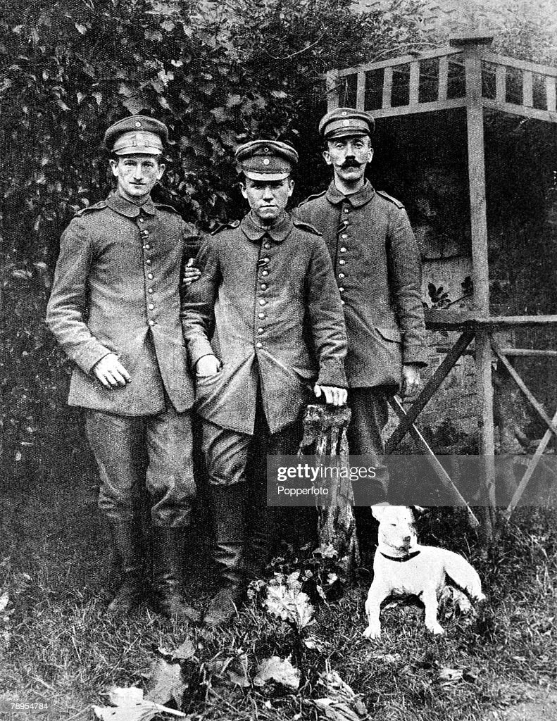 German Nazi leader Adolf Hitler (right) pictured as a soldier in World War One, 1916. : News Photo