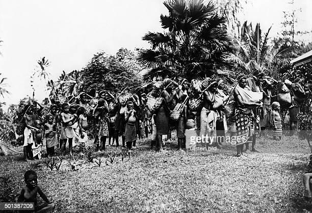 German New Guinea Bismarck Archipelago New Pomerania Market women probably in the 1910's