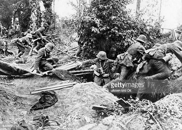 German offensive in the section Montdidier Noyon infantry leaving their positions to attack