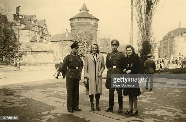 German officers with wives or girlfriends in Occupied France