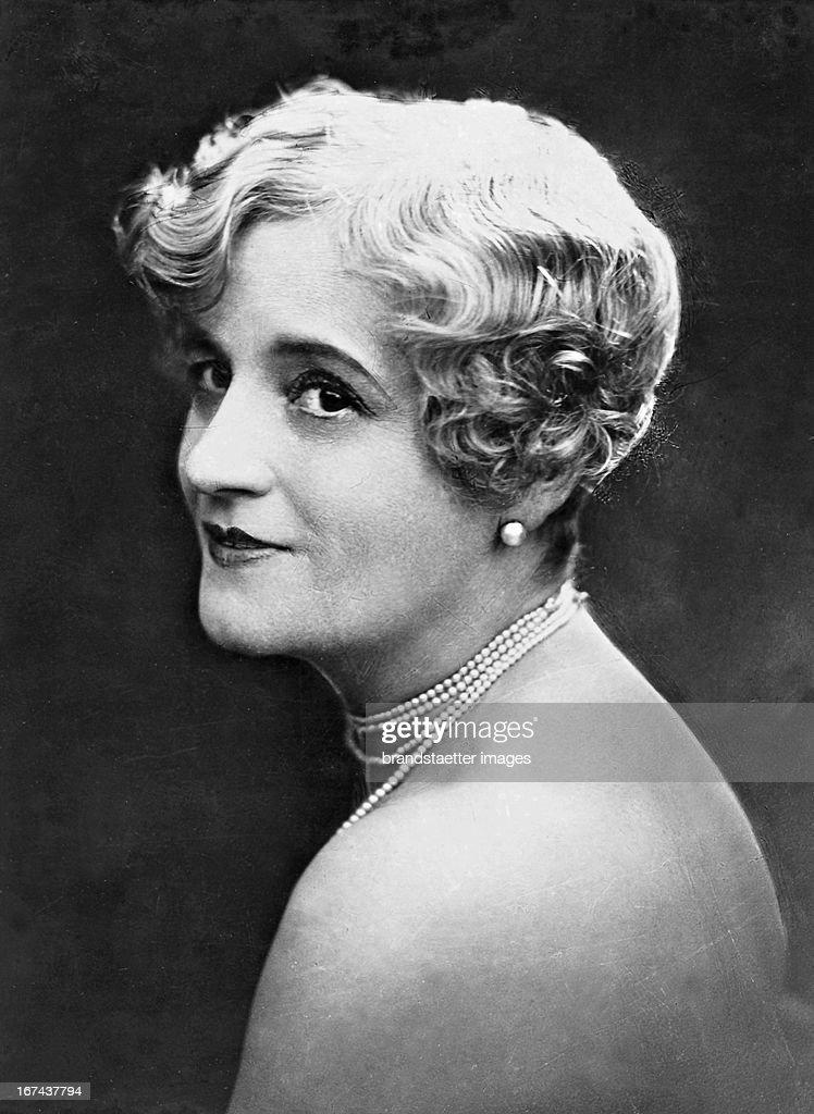 German operetta singer Anny Dirkens (1869-1942). About 1930. Photograph. (Photo by Imagno/Getty Images) Die deutsche Operettensängerin Anny Dirkens (18691942). Um 1930. Photographie.