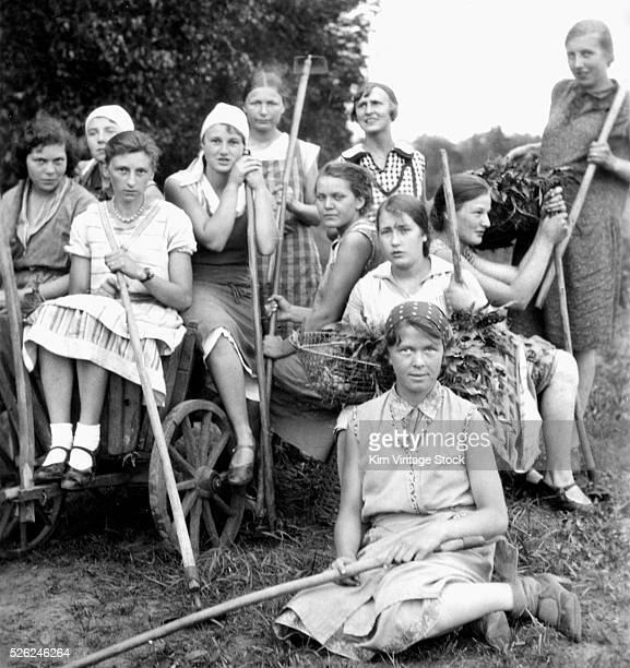 German peasant women and girls pose together ca 1931