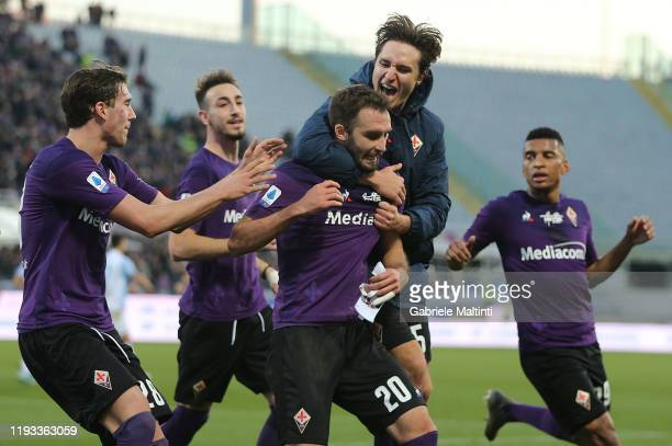 German Pezzella of ACF Fiorentina celebrates with teammates after scoring a goal during the Serie A match between ACF Fiorentina and SPAL at Stadio...