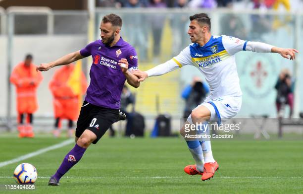 German Pezzella of ACF Fiorentina competes for the ball with Marco Capuano of Frosinone Calcio during the Serie A match between ACF Fiorentina and...