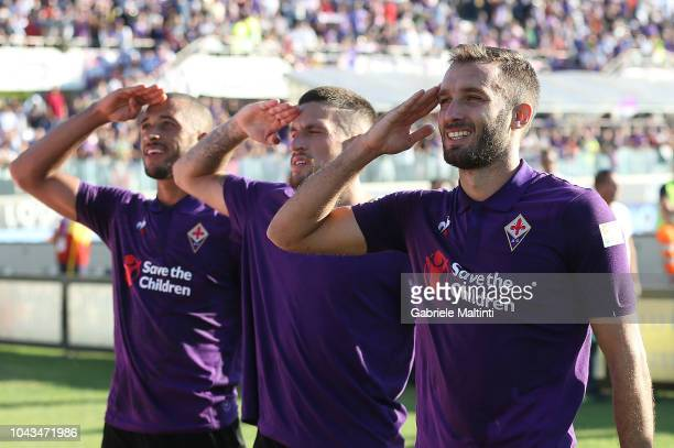German Pezzella of ACF Fiorentina greets fans during the Serie A match between ACF Fiorentina and Atalanta BC at Stadio Artemio Franchi on September...