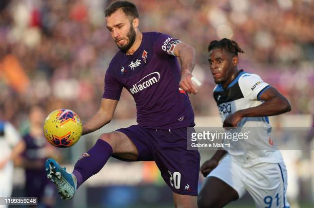 German Pezzella of ACF Fiorentina in action during the Serie A match between ACF Fiorentina and Atalanta BC at Stadio Artemio Franchi on February 8...