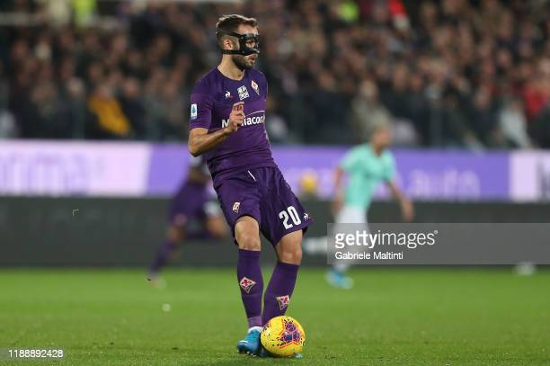 German Pezzella of ACF Fiorentina kicks the ball during the Serie A match between ACF Fiorentina and FC Internazionale at Stadio Artemio Franchi on...