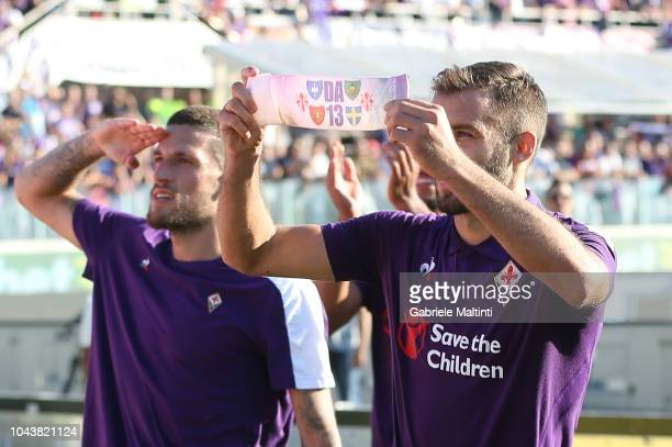 German Pezzella of ACF Fiorentina shows the captain's band of ACF Fiorentina in memory of Davide Astori DA13 during the Serie A match between ACF...