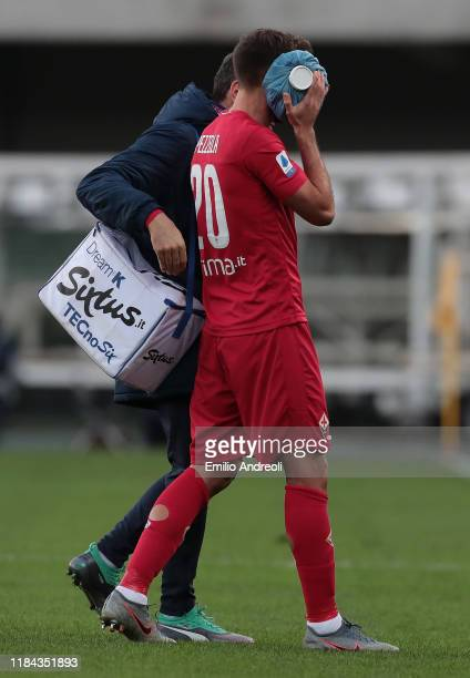 German Pezzella of ACF Fiorentina walk off with an injury during the Serie A match between Hellas Verona and ACF Fiorentina at Stadio Marcantonio...