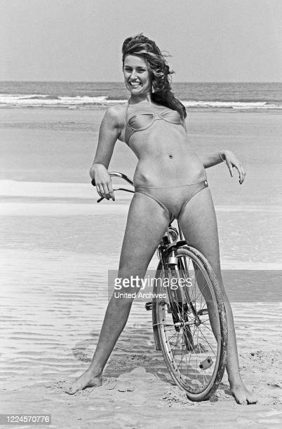 German photo model and beauty queen Kerstin Paeserack ppsoing for a promontinal photo shooting, Germany circa 1982.