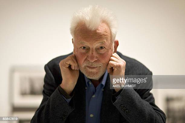 German photojournalist Robert Lebeck poses on November 27, 2008 at the Martin Gropius Bau museum in Berlin. From November 28, 2008 to March 23 the...