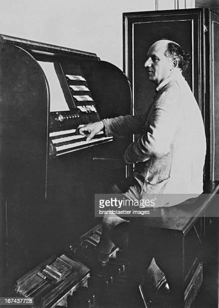 German pioneer of electronic music Jörg Mager . About 1930. Photograph. Der deutsche Pionier der elektronischen Musik Jörg Mager . Um 1930....