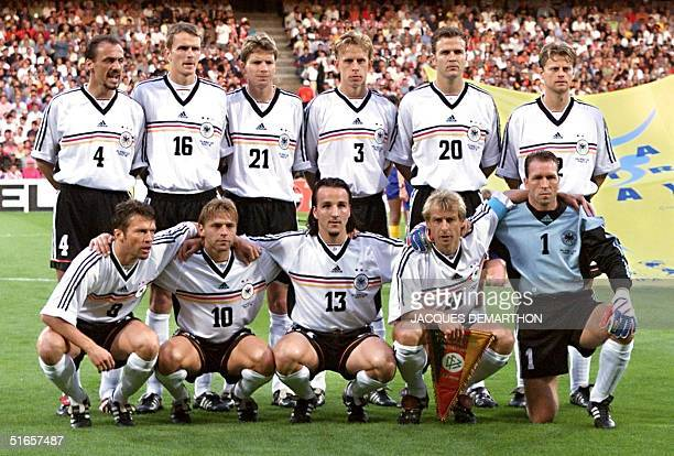 German players pose for the official team picture before their 1998 Soccer World Cup quarterfinal match against Croatia 04 July at Gerland stadium in...